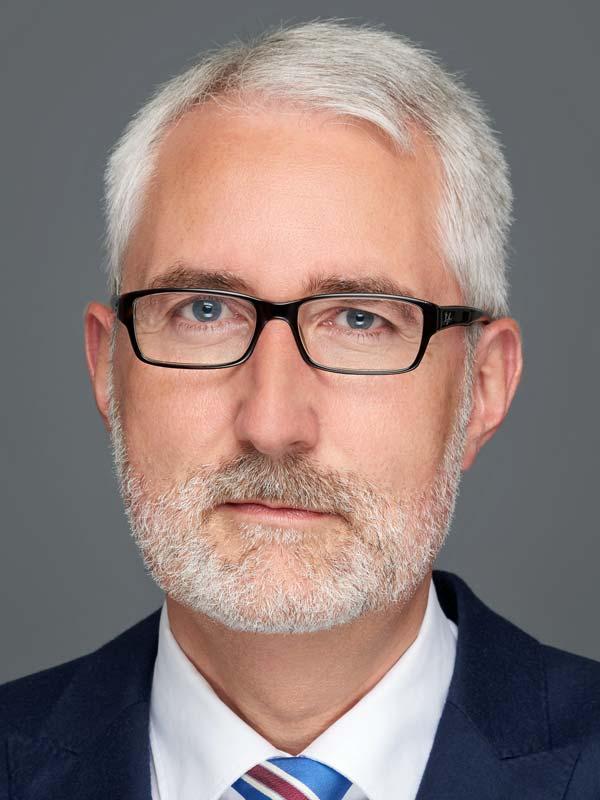 Dr. Oliver Elzer